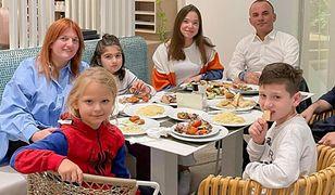 Wychowują 21 dzieci. W ich domu mieszka 16 opiekunek