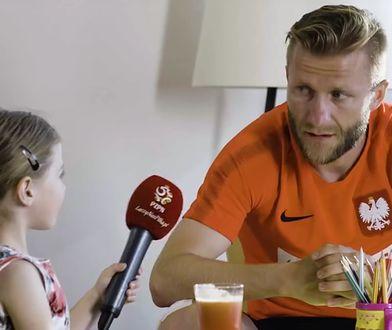 Jedyny taki wywiad z reprezentacją Polski. Piłkarzy przepytuje 6-letnia Laura