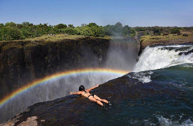 """""""Devil's Pool"""" kusi coraz więcej turystów."""