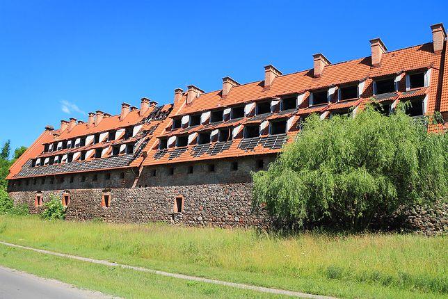 Nowy właściciel nabędzie stary spichlerz oraz ruiny zamku krzyżackiego