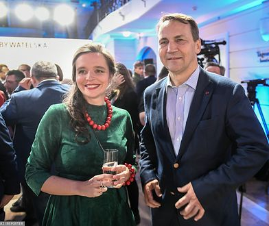 Klaudia Jachira i Radosław Sikorski w sztabie KO podczas wieczoru wyborczego