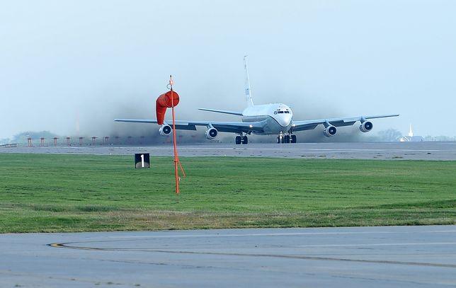 Start samolotu Boeing OC-135B latającego w ramach Traktatu Open Skies