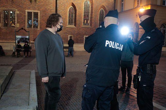 Wrocław. Franek Broda wylegitymowany przez policję