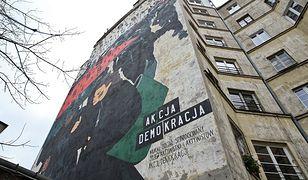 Stolica ma nowy mural. Czarny protest uwieczniony na ścianie kamienicy [GALERIA]