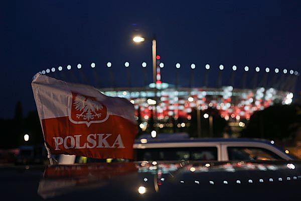 Reklama na fladze Polski? B. sędzia Wiesław Johann zawiadomił prokuraturę