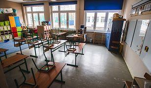 Pusta sala lekcyjna w jednej z gdańskich szkół.