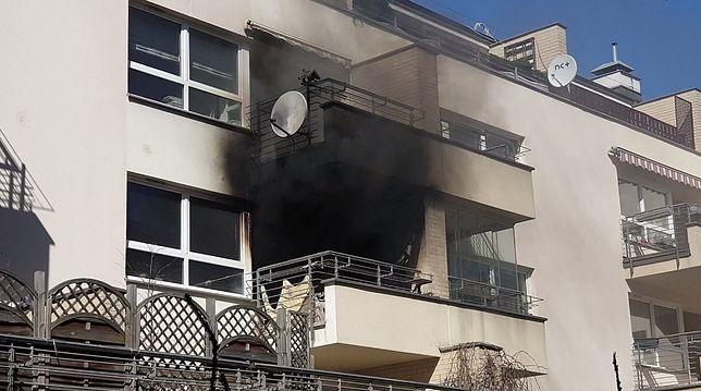 """Pożar w mieszkaniu na Mokotowie. """"To był potężny wybuch"""""""