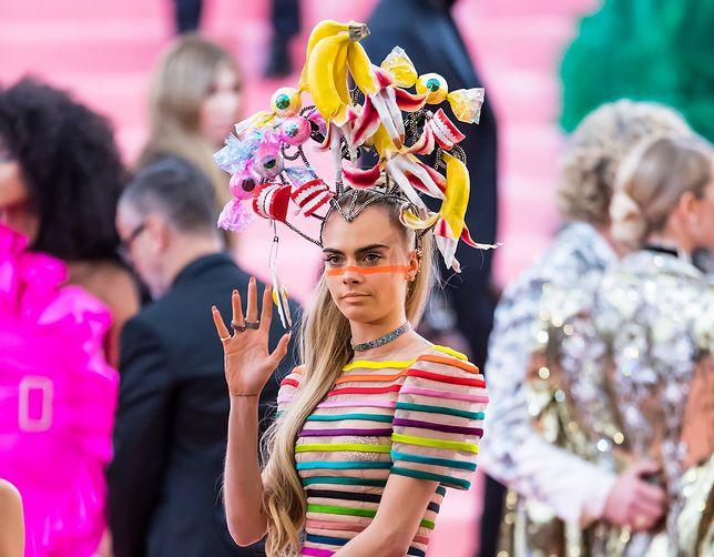 Met Gala 2020. Cara Delevingne w tym roku nie założy tak pomysłowej kreacji