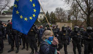"""Protest przed ambasadą Rosji w Pradze. """"Putin jest mordercą"""""""