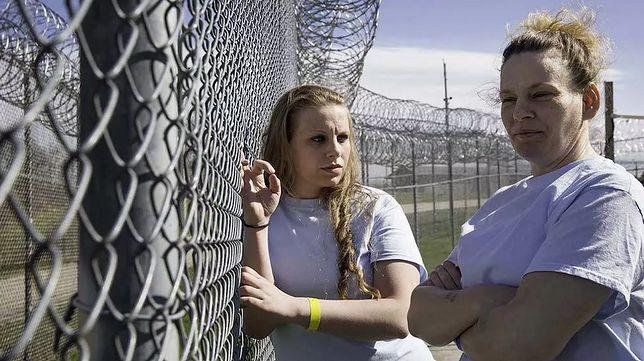 Jacinta (tytułowa bohaterka) i jej matka Rosemary w zakładzie karnym  (Fot. materiały prasowe)