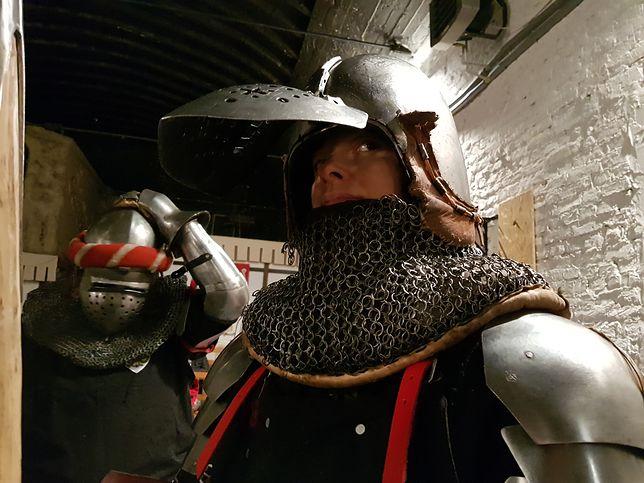 Majka, trenuje walki rycerskie w Centrum Dawnych Sztuk Walki w Warszawie