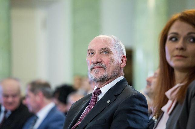 """Na relacje Macierewicza z """"ulubionym kongresmenem Putina"""" jako pierwszy zwrócił uwagę Tomasz Piątek"""