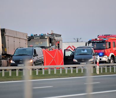 Mazowieckie. Miejsce wypadku w miejscowości Lubice pod Kołbielą (pow. otwocki). 14 stycznia br. zginęły tam 4 osoby