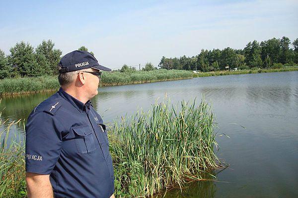 Policjanci wyjaśniają okoliczności utonięcia 55-latka w rzece Liswarta