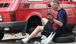 Zazdrosny mąż odkręcił koło w samochodzie żony