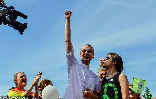 Ks. Szymon Niemiec podczas Parady Równości w Warszawie
