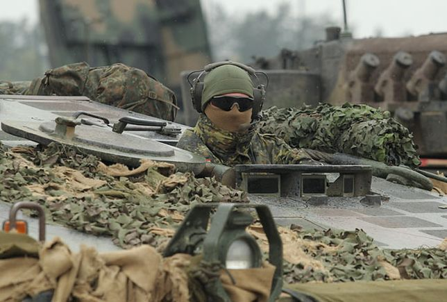 """Żołnierz Bundeswehry podczas ćwiczeń wojskowych """"Dragon-15"""""""