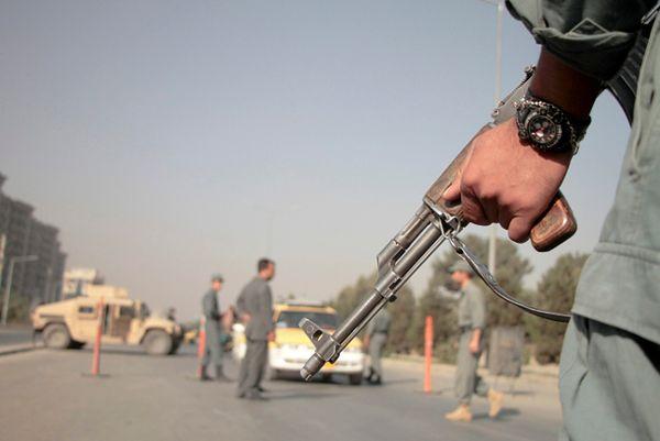 Afgańskie siły przy punkcie kontrolnym w Kabulu