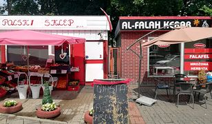 Sprzedawcy-patrioci sąsiadują z kebabem. Tak polski śledź żyje z ostrą baraniną