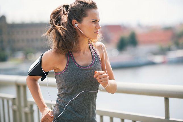 Slow jogging - czym jest i jak trenować? Zasady, efekty, opinie