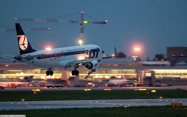 Warszawa. Okęcie. Samolot PLL LOT na lotnisku im. Fryderyka Chopina (zdj. arch.)