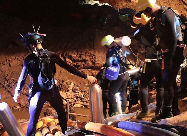 Elon Musk rusza na pomoc uwięzionym w jaskini chłopcom. Wysłał swoją ekipę i sprzęt