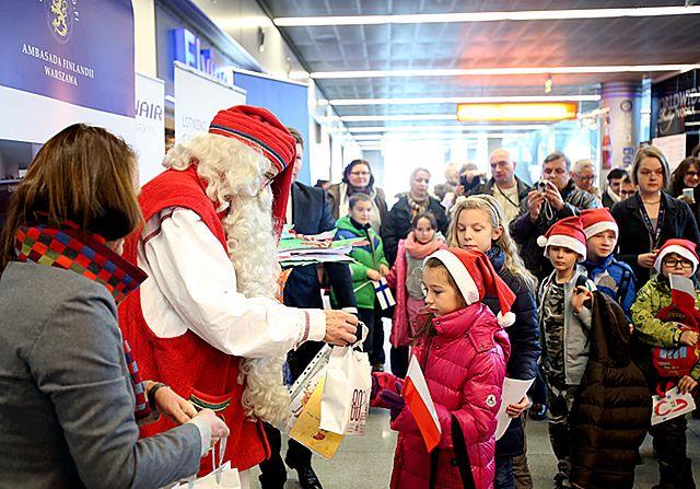Święty Mikołaj przyleciał do Polski