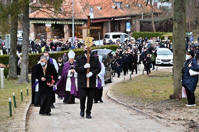 Gdańsk. Pogrzeb Piotra Świąca. Pożegnano dziennikarza TVP