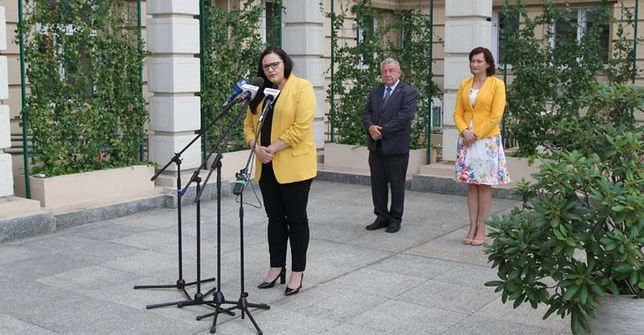Na zdjęciu: minister Małgorzata Jarosińska-Jedynak, wojewoda Ewa Leniart, starosta Jerzy Sudoł.