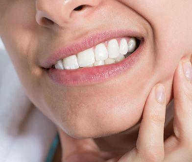 Bolesny problem w jamie ustnej. Jak radzić sobie z aftami?