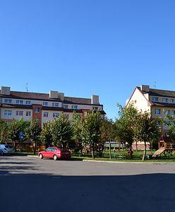 Mieszkania komunalne tylko dla wybranych. Afera w gminie na Pomorzu