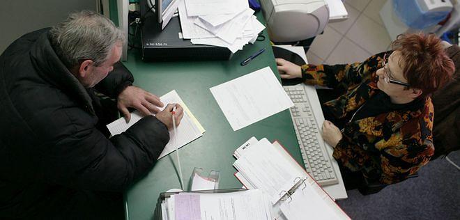 Bezrobotny traci wszystko, jeśli zarobi choćby 100 zł