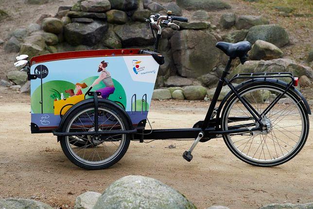 Warszawa. Z taką kolorową, piękną paką rowerową można zrobić rodzinną wycieczkę albo przeprowadzkę - będzie ekologicznie i zdrowo