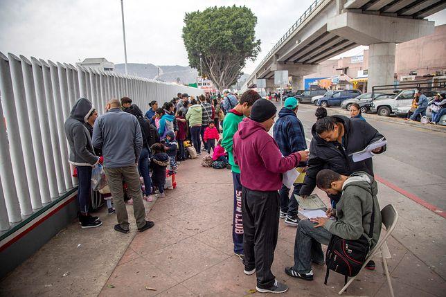 Liczba imigrantów, próbujących przedostać się do USA, rośnie