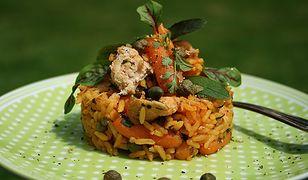 Ryż po meksykańsku z tuńczykiem i marchewką