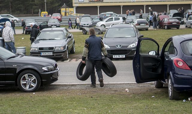 Polska jest motoryzacyjnym skansenem. 71 proc. aut ma więcej niż 10 lat