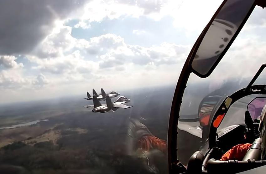 Ćwiczenia rosyjskich pilotów. Zrzucali bomby niedaleko Polski [WIDEO]