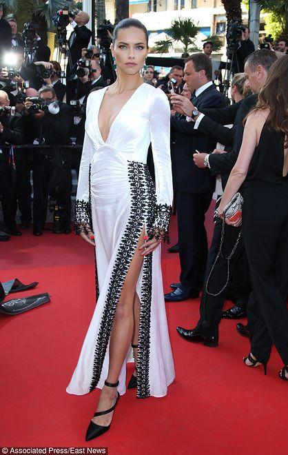 Adriana Lima w sukience marki Prada