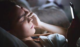 Korzystanie z telefonu przed snem nie wpływa korzystnie na jego jakość