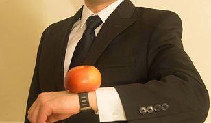 Marek Wałkuski to ceniony dziennikarz Polskiego Radia, znany z barwnych reportaży na temat Stanów Zjednoczonych.