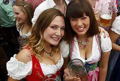 Śliczne dziewczyny Oktoberfestów