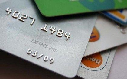 Przeprowadzamy coraz więcej transakcji kartami, ale za coraz niższe kwoty