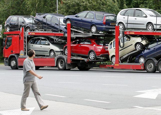 Efekt 500+. Polacy kupują droższe samochody używane