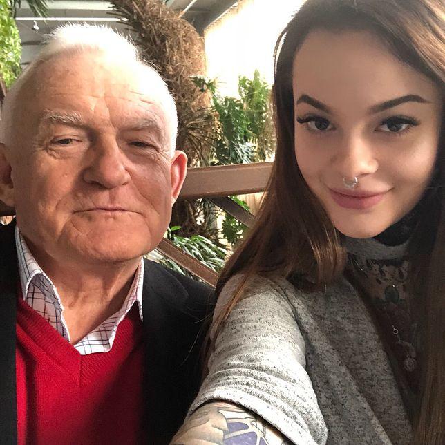 """Leszek Miller chwali się wspólnym zdjęciem z Moniką. """"Popołudnie z wnuczką"""""""