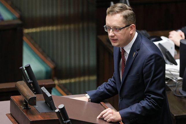 Winnicki: Andruszkiewicz robi za pisowskiego pieniacza