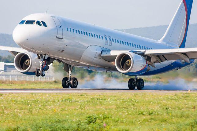 Pasażerowie w szoku. Nastolatek wyskoczył z rozpędzonego samolotu