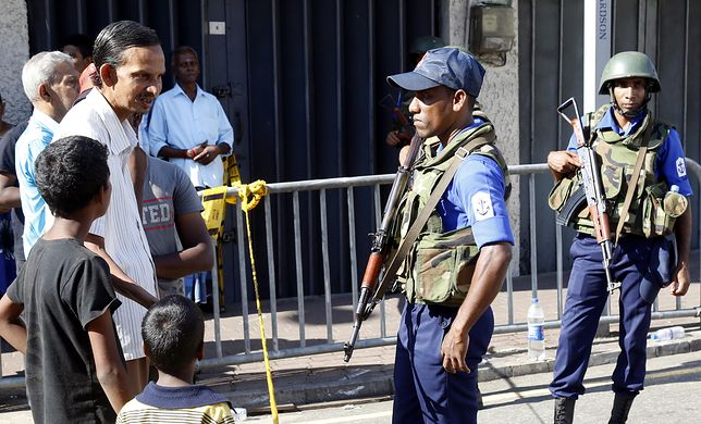 Od północy na Sri Lance ma obowiązywać stan wyjątkowy. Ponownie zostanie też wprowadzona godzina policyjna