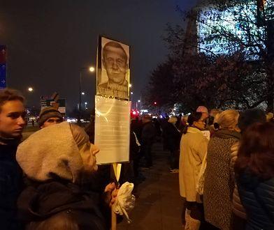 """Szli w milczeniu dla Piotra Szczęsnego. Przeciwnicy: """"Sami się spalcie!"""""""