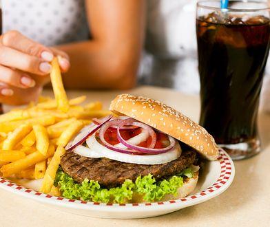 Naukowcy z Uniwersytetu w Bonn stwierdzili, że śmieciowa żywność wywołuje ostrą reakcję zapalną w organizmie.