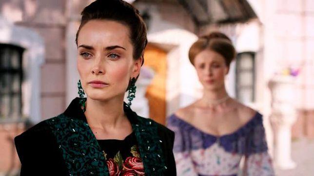 """Ksenia Mishina jako Lidia Iwanowna w serialu """"Zniewolona""""."""